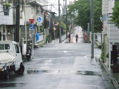 梅雨の雨に紛れて増える犯罪を防犯監視カメラで防ぐ