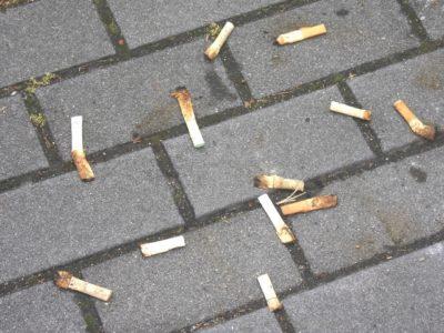 防犯監視カメラでマンションのタバコのポイ捨てをさせない