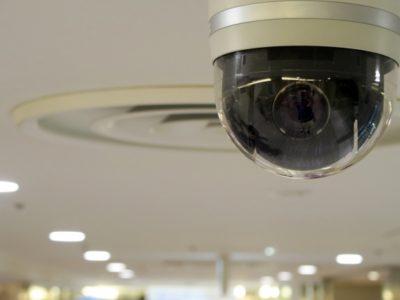 防犯監視カメラでバイトが仕事してるかどうか確認は違法?